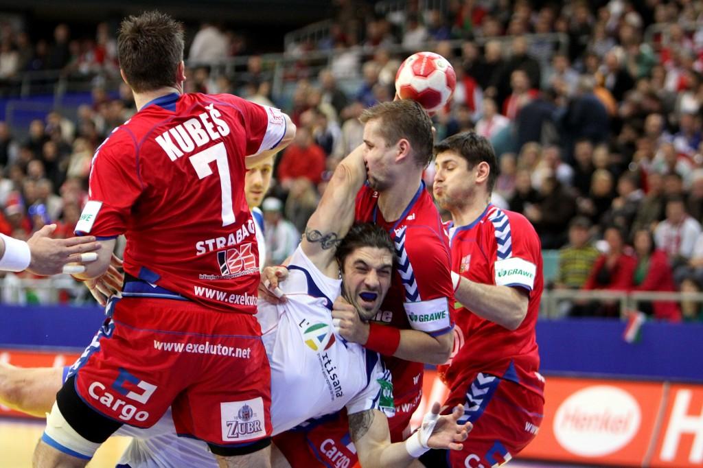 CZE_vs_FRA_(01)_-_2010_European_Men's_Handball_Championship